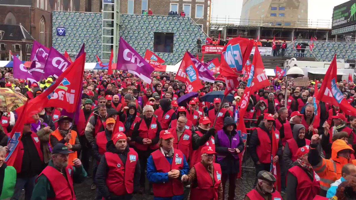 FNV's @KittyJong1 in Groningen voor 2500 mensen: Kabinet kan niet om ons heen, luister naar de mensen! #goedpensioen 66 is genoeg!