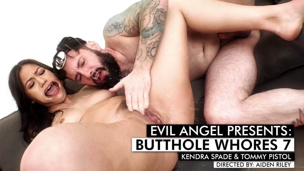 👨🏻⚕️ Dr. @TommyPistol had to get deep down inside @KendraSpade's throat and ass 👀   Click the link to watch more 🔗http://evilan.gl/2XYzhaa   📽️@contentwh0re