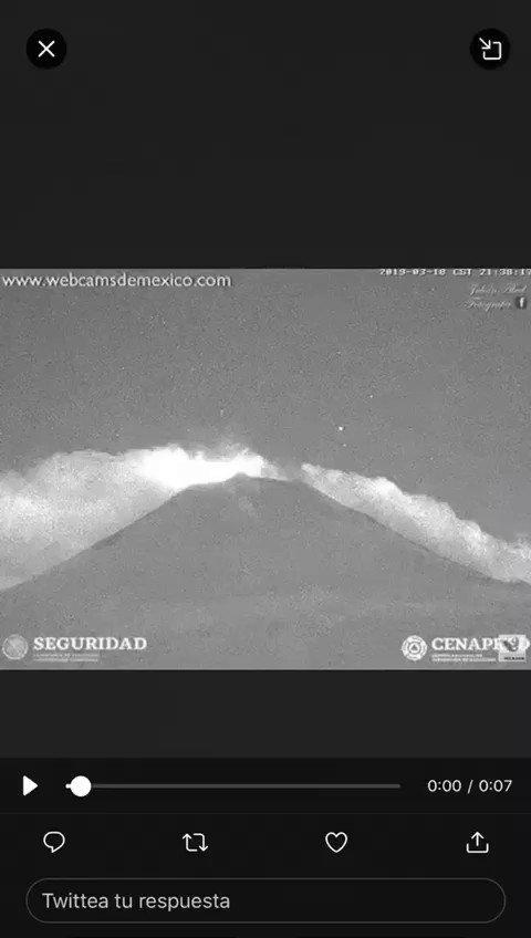 RT @JornadaOriente: 📹Momento exacto en el que el Volcán #Popocatépetl hace explosión a las 21:38 horas. https://t.co/7XOFnMSiS2