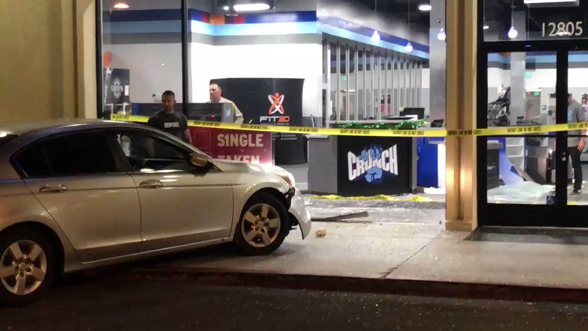 #BREAKING Man crashes stolen car into Crunch Fitness in La Mirada — witness say man revved engine after possible dispute. Deputies have located & arrested suspect. | WATCH @ABC7 4am! #abc7eyewitness