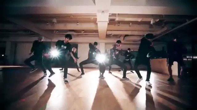 RT @kokoboper: EXO invented #microwavechallenge 💁♀️  @weareoneEXO @B_hundred_Hyun @layzhang #EXO https://t.co/e1PzVqnvBp