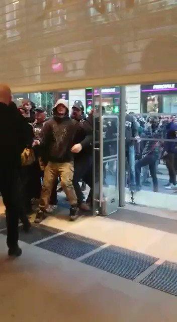 Les 2 vigiles c'est des vikings !!! #bordeaux