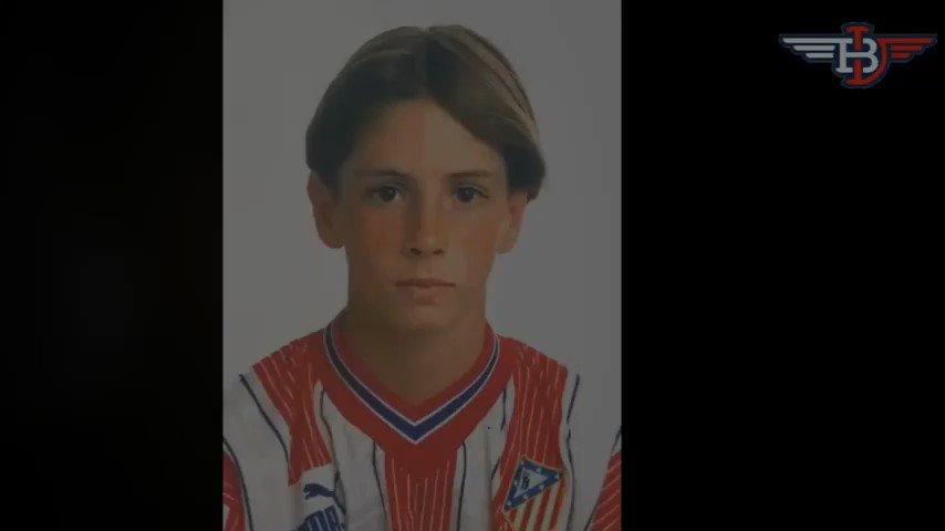 """Hoy cumple 35 años Fernando @Torres, el que será por siempre nuestro """"niño"""". Canterano, estrella del @Atleti y la @SeFutbol y sobre todo rojiblanco de corazón, estamos seguros que el futuro le deparará un importante papel en nuestro #Atleti. ¡Muchas felicidades!"""