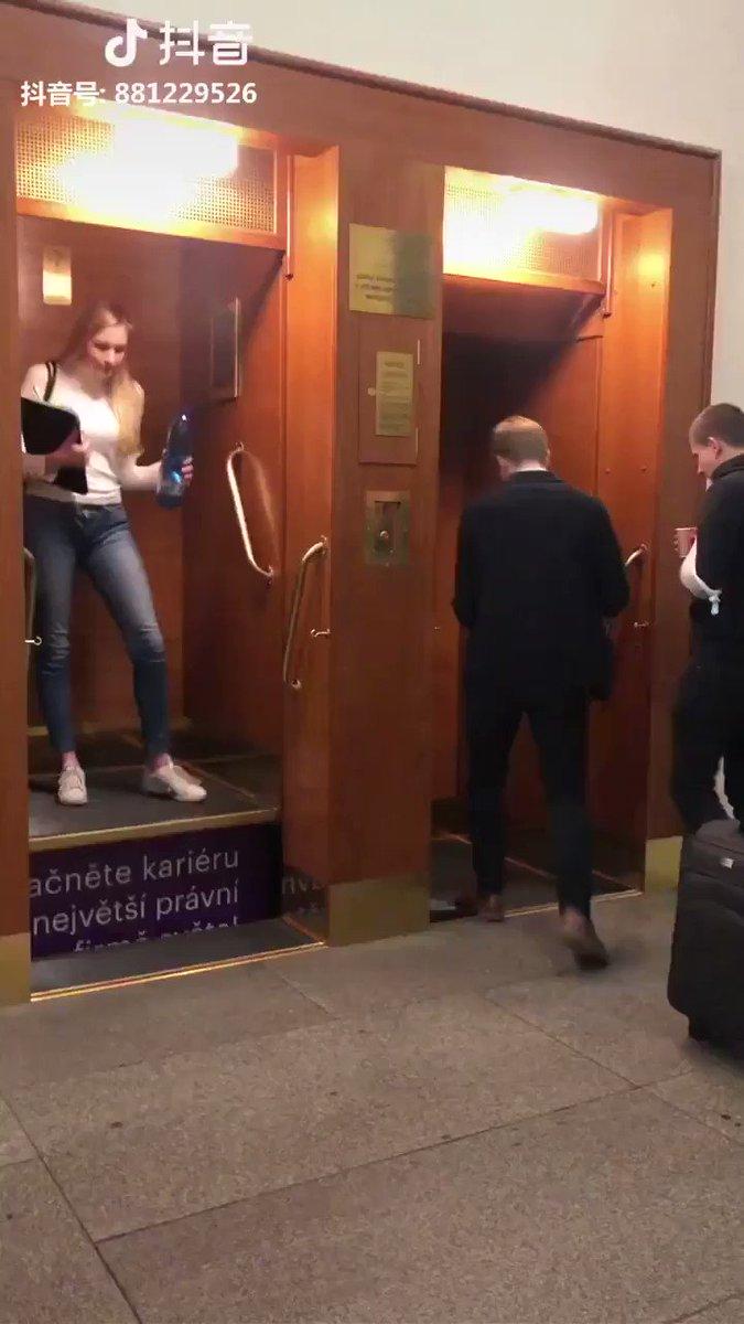 チェコにあるエレベーターが乗るのに勇気が必要すぎる
