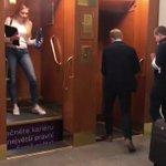 チェコのエレベーターに乗り込む時は、勇気を振り絞って乗りましょう!