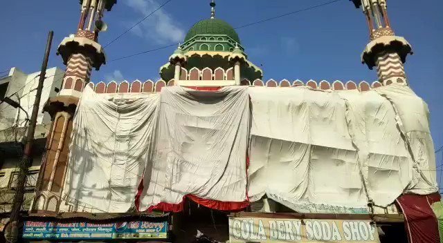 #DaagAccheNahinHain to avoid colors of #Holi 'staining' the walls of #Mosque administration & mosque committee  blindsided entire mosque anticipating communal tension in wake of 'staining'  in #Aligarh  #OldMosque #AbdulKarimChauraha