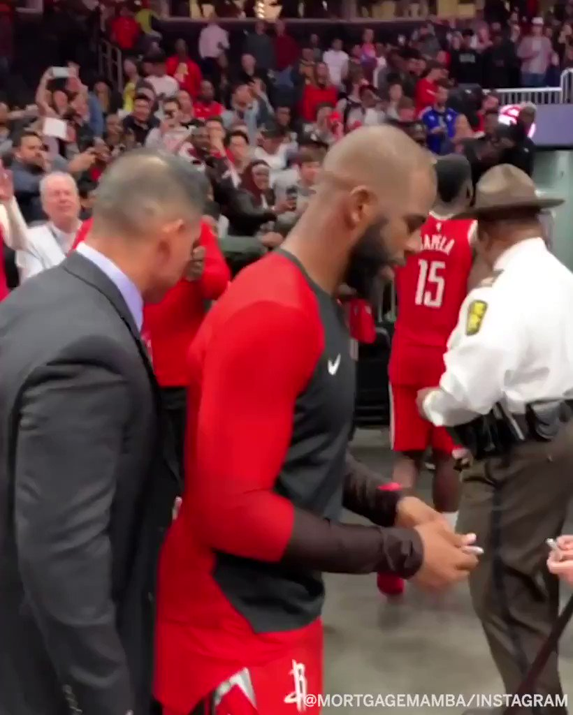 .@CP3 definitely made this little Rockets fan's night �� (MortgageMamba/Instagram) https://t.co/BlEQjXxofu