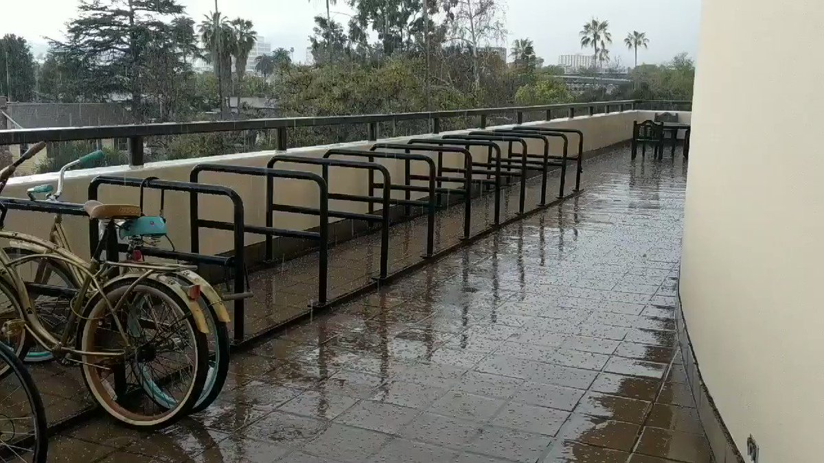 It's HAILING in Pasadena?!?! #LArain