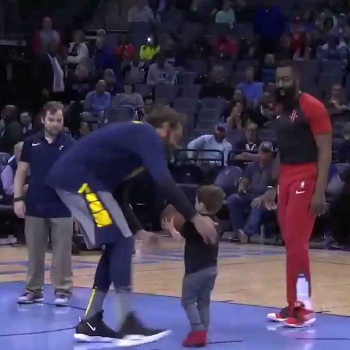Joakim Noah gives a young fan a lift and Harden cheers 'em on 💪😊