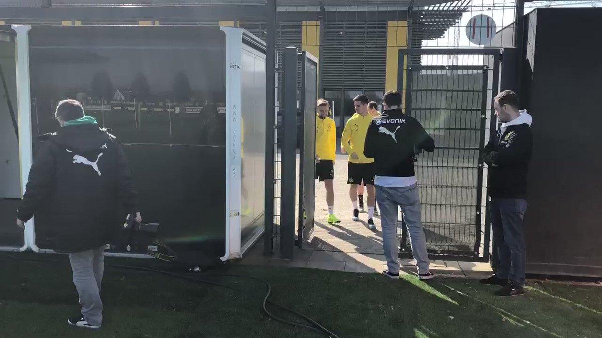 Training: ⚽️🔛☀️   @Schmelle29, @MarioGoetze, @JuWeigl, @mariuswolf27 und #Toprak trainieren in #Dortmund.
