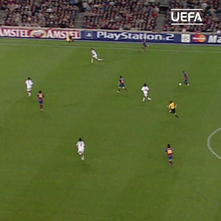 "🇧🇷 ""Ronaldinho was virtually unstoppable."" 😎  🔵🔴 @10Ronaldinho + @FCBarcelona = 🔥🔥🔥  #UCL #ThrowbackThursday #TBT"