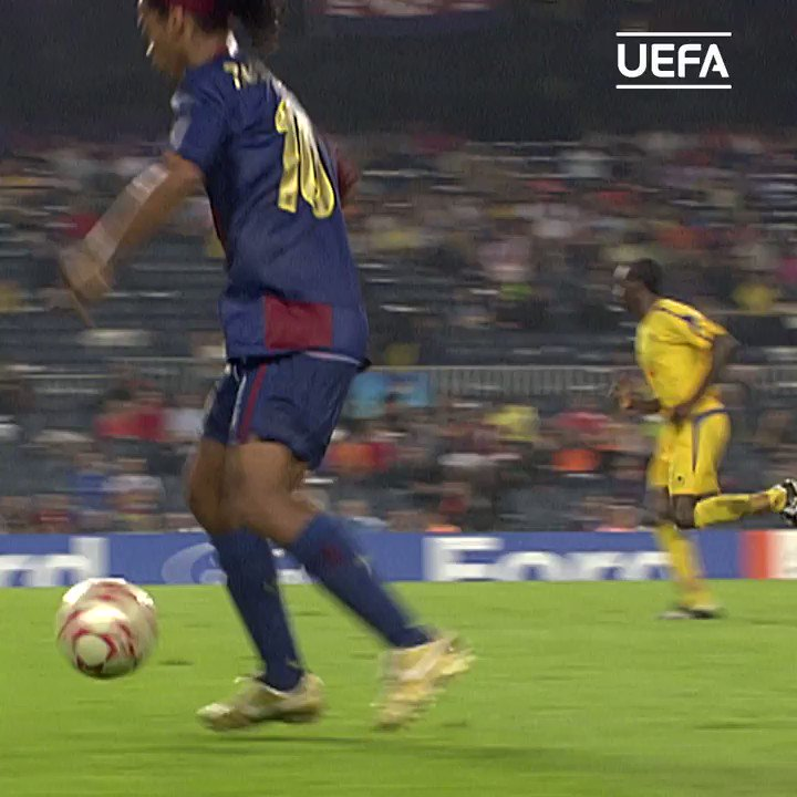 ⏪ Ronaldinho in full flow 😍  #UCL #ThrowbackThursday #TBT