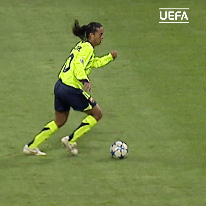 ⏪ Ronaldinho vs Gattuso 😮  🇧🇷 @10Ronaldinho 👌  #UCL #ThrowbackThursday #TBT