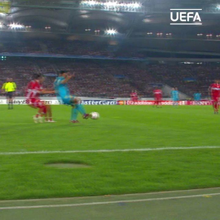 Football made easy 🥰  #UCL @10Ronaldinho