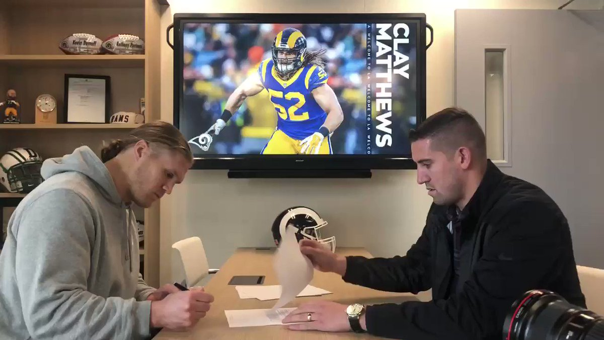 🖊 to 📄!   @ClayMatthews52 is officially a Ram!
