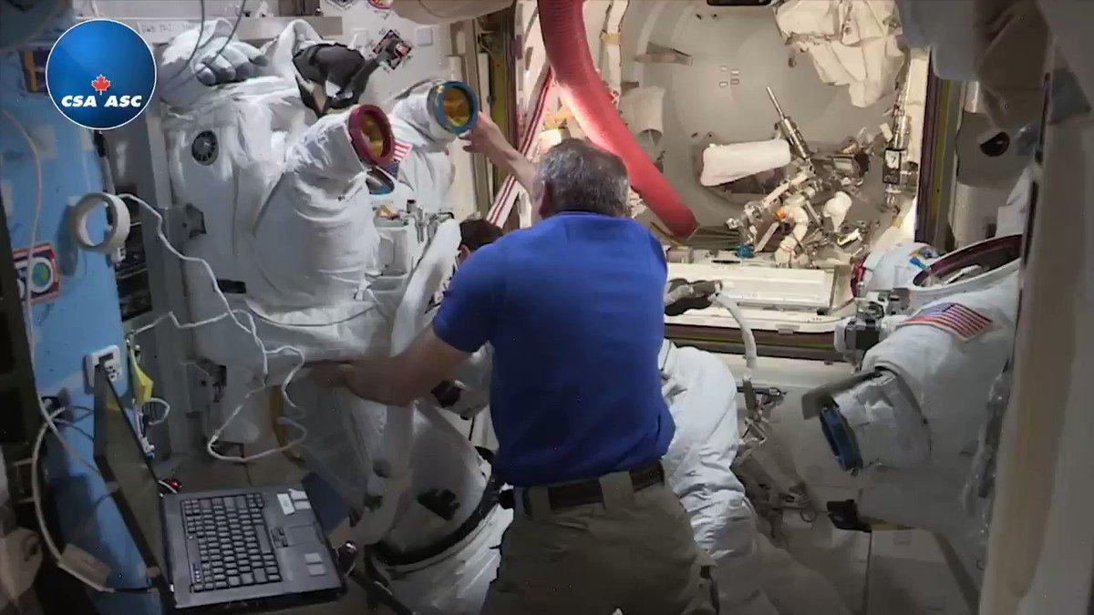 Tomorrow, my friends @AstroHague and @AstroAnnimal are going out for their first spacewalk. Here's a glimpse at our preparation! // Demain, mes amis Nick et Anne feront leur première sortie dans l'espace. Voici un aperçu de leur préparation! #DareToExplore #OsezExplorer