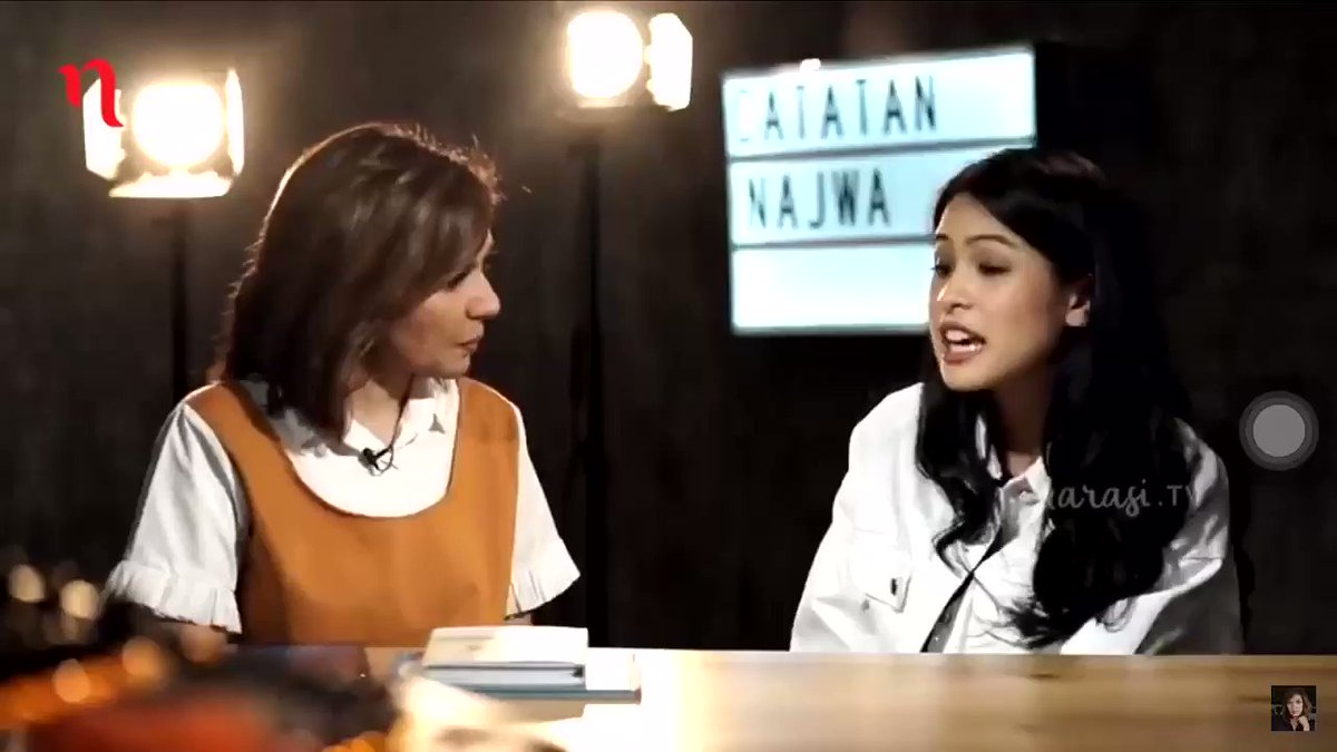 "Me : ""Ya Allah ini gimana belum belajar sama sekali mau diisi apa nanti ujian 😭""  Najwa Shihab & Maudy Ayunda :"