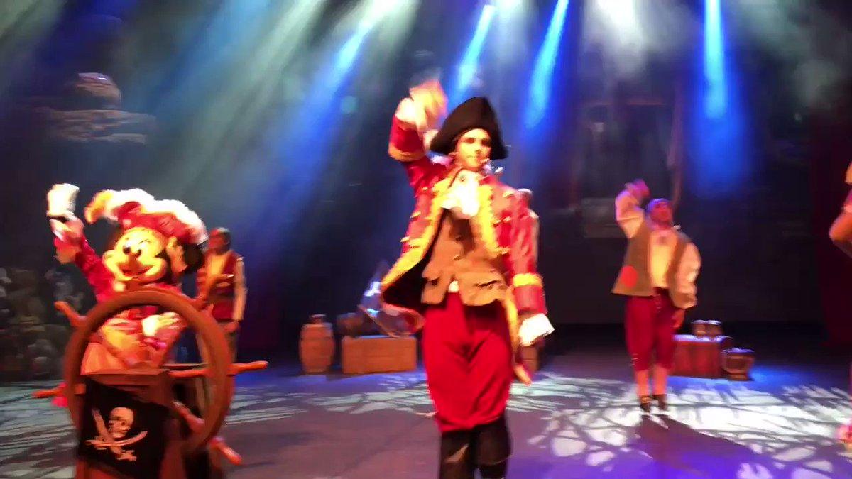 💖💜💚LIVE : Yoho! Yoho! A Pirate's life for us! Daisy, Clarice and Minnie are the Three Queens! Ayee!!💚💜💖 #DLPLive #DLP #Disney #DisneylandParis