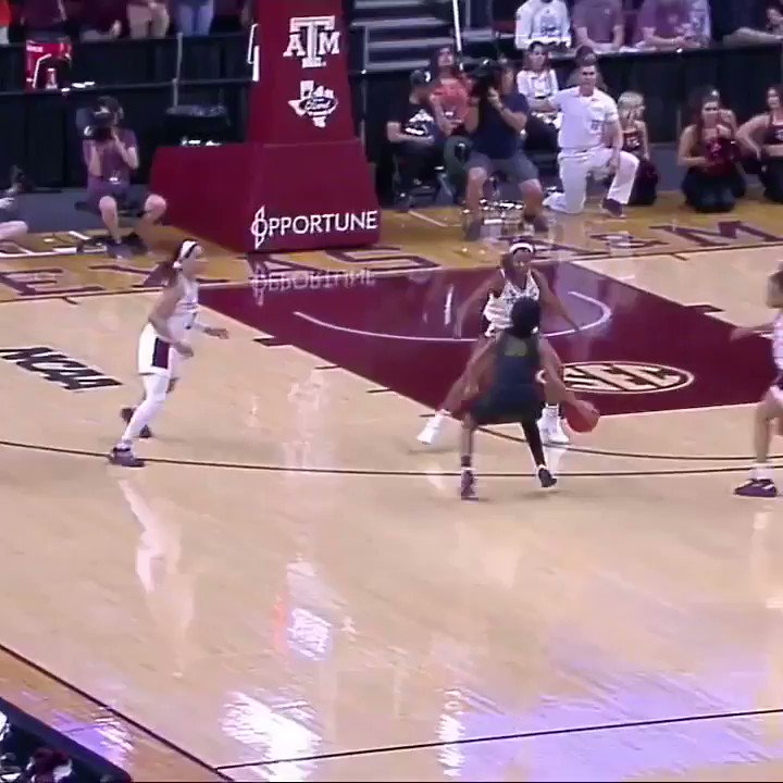 Video: Insane No-Look Pass In The NCAA Women's Tournament