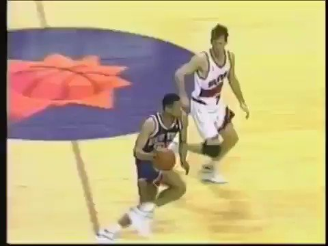 On this day in 1993, the Knicks and Suns got into one of the wildest brawls in NBA history 😤  (via @evboogie)