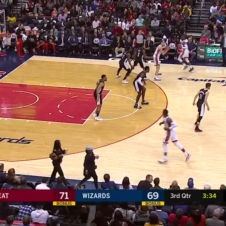 D-Wade got 'em with the hesi and finished with the slam ⚡️