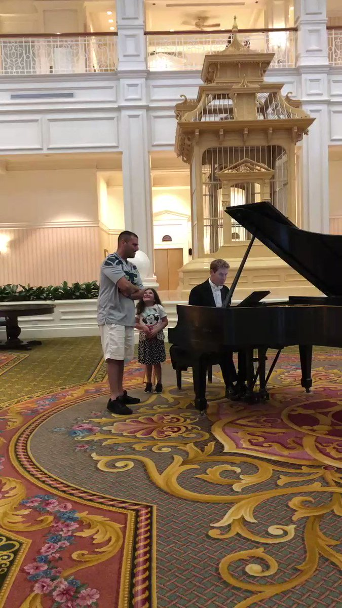 This Dad Wows a Crowd at Disney While Singing Italian Opera in Front of His Proud Daughter