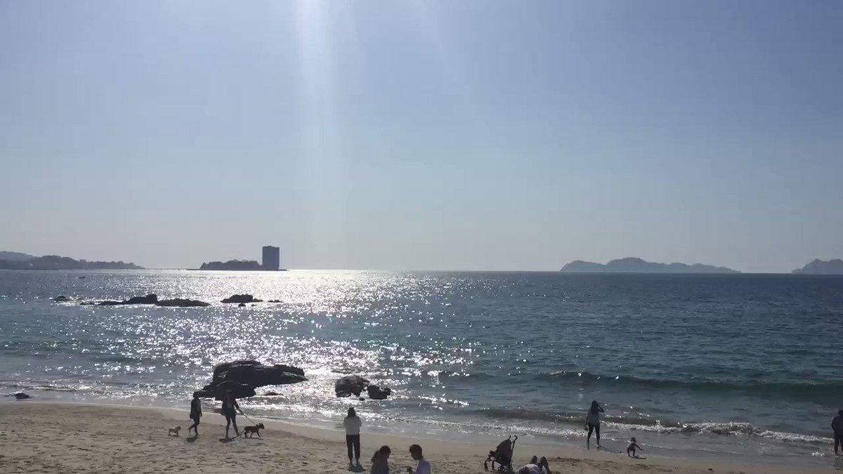 A veces dominguero 🤭☀️ – at Praia de Samil