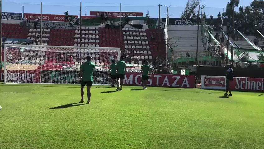 #CopaArgentina | La banda de #VillaMitre canta presente en el estadio de #Unión de #SantaFe para el duelo ante #Newells. Vía @fernandomartinez