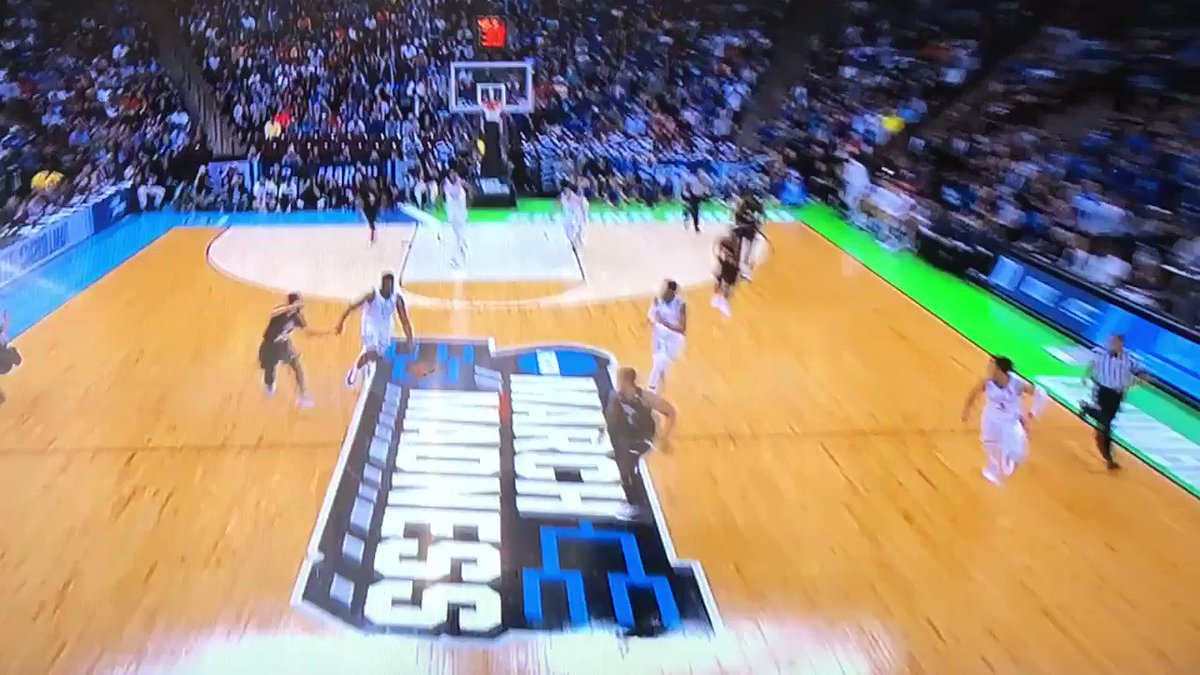 Incredible transition pass by Zion Williamson at the end of the half against UCF