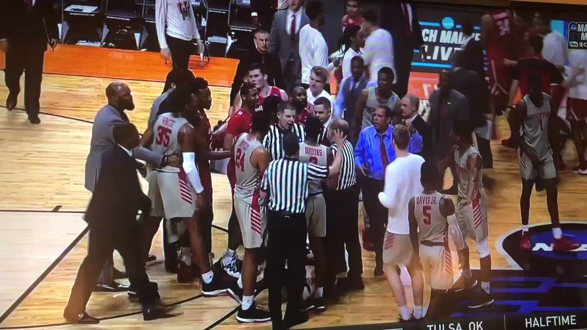 Video: Ohio State, Houston Players Get Into It At Halftime