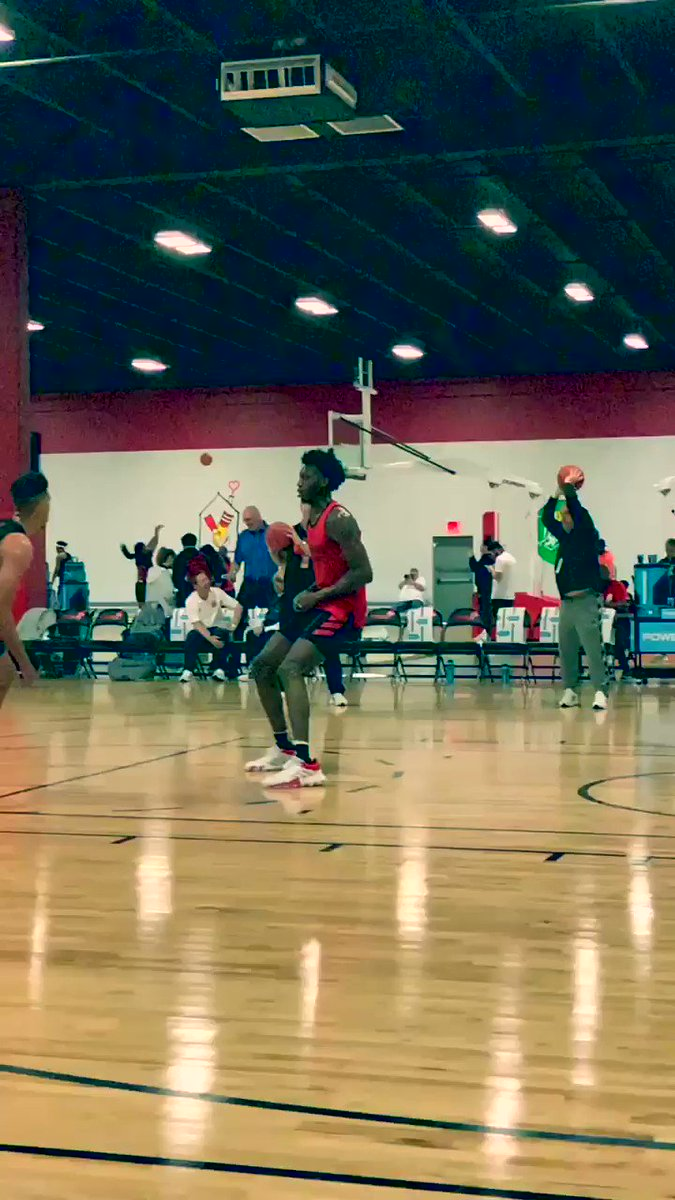 7-1 C James Wiseman showing off his tremendous physical profile, agility and touch here in Atlanta.