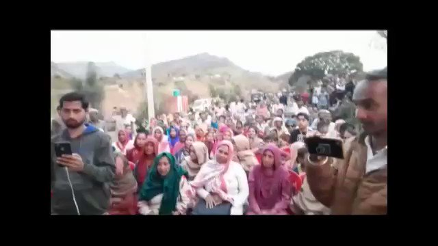 """#ElectionCampaign: रामनगर क्षेत्र में भिन्न-भिन्न पंचायतों में, चुनावी अभियान के दौरान, उत्साहित जनता के द्वारा लगे """"मोदी-मोदी"""" @NarendraModi के नारे। #PhirEkBaarModiSarkar"""