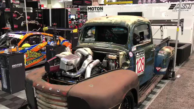 Closer look at the Garrett Motion compound turbocharged #OldSmokeyF1 by @chucklesgarage from the 2018 SEMA Show. @GarrettMotion #TurboLife