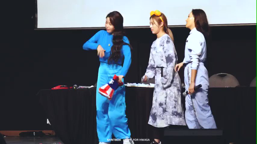 literally no one:   mamamoo at their fansigns: