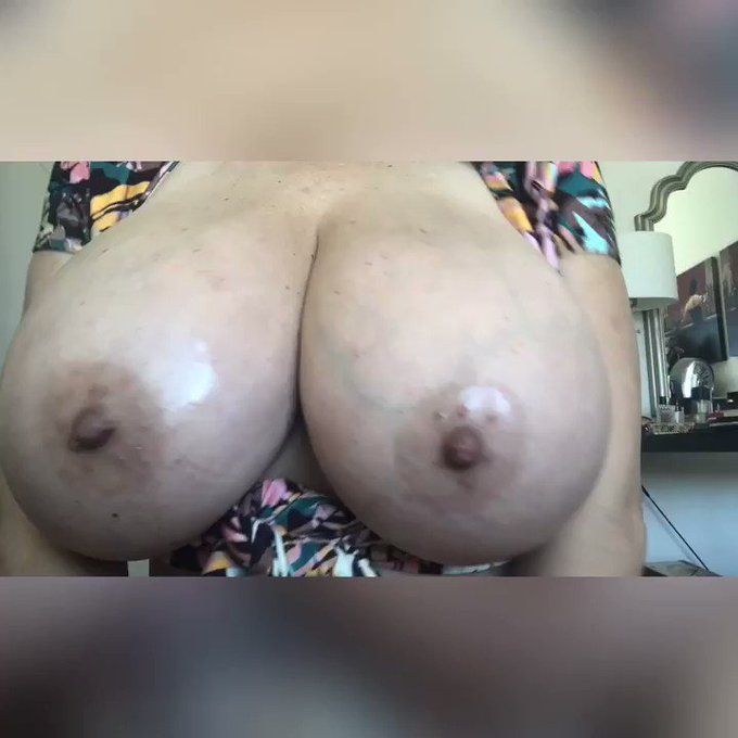Here is what I promise my loves, enjoy my flexilicious show😈😈 #flex #bigboobs #hugeboobs https://t.c