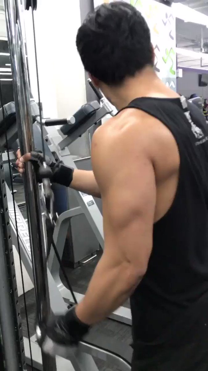 Triceps in action. 💪🏼🤨