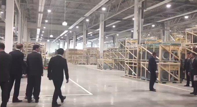 Putinas apžiūri Mercedes-Benz gamyklą
