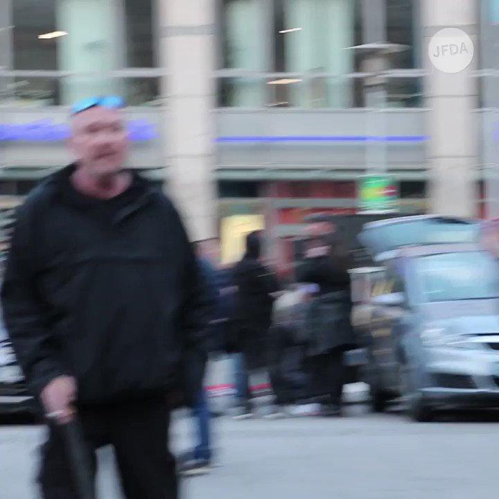 200 Rechtsextreme zogen am 06.04.19 mit einem Fackelmarsch durch #Magdeburg –  viele von ihnen mit offenem Bekenntnis zu Nationalsozialismus & Rechtsterrorismus. Eine Sitzblockade von Gegendemonstrant*innen wurde durch die Polizei geräumt. #md0604 Bericht: https://jfda.de/blog/2019/04/07/neonazi-fackelmarsch-magdeburg/…
