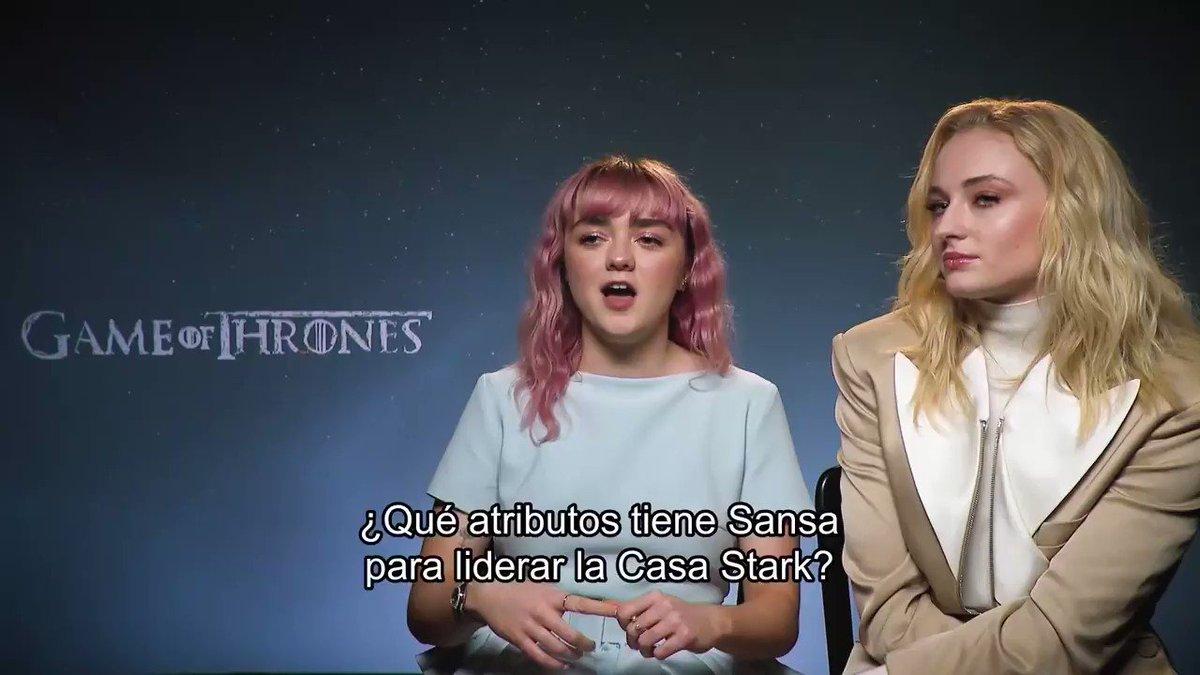 """""""Cuando cae la nieve y sopla el viento blanco, el lobo solitario muere, pero la manada sobrevive."""" Arya y Sansa son la prueba. #GameofThrones, 14 de abril."""