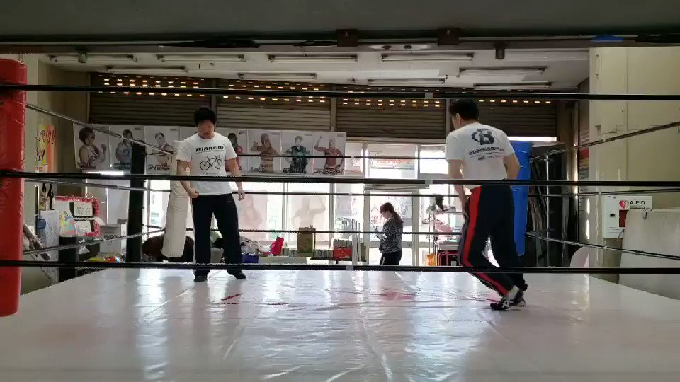 RT @hayate275: #ルチャリブレ  #練習  #54歳  #抵抗  #もっと速く https://t.co/FiUNh0GVE3