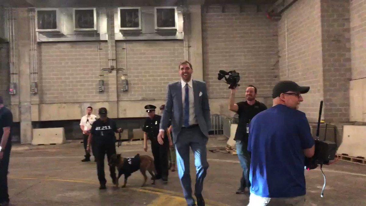 Hero's welcome for Dirk 👏  (via @dallasmavs)