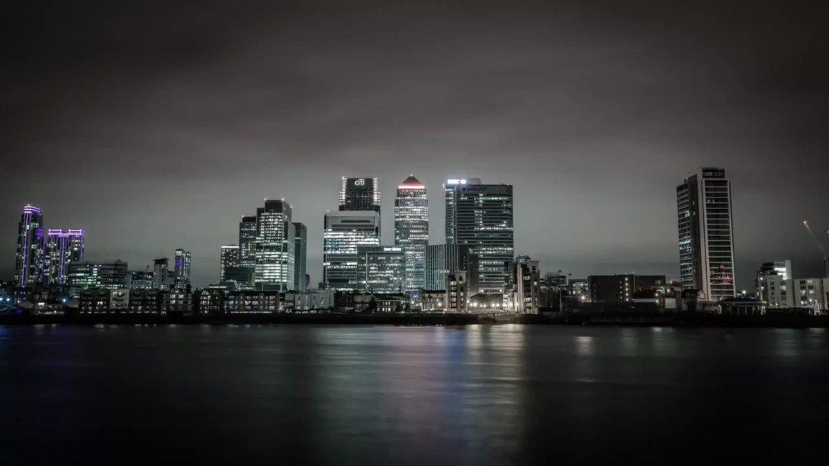 A belated Earth Hour https://www.instagram.com/p/BwCarp4B4-C/?utm_source=ig_share_sheet&igshid=1hba0bav4x55o… #timelapse #earthhouruk #london