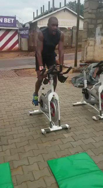 @HimaHeathensRFC coach just check in . Why do I have a feeling he is working out for @Floodlights256  #Elitebootcamp #Bugolobicurcuit