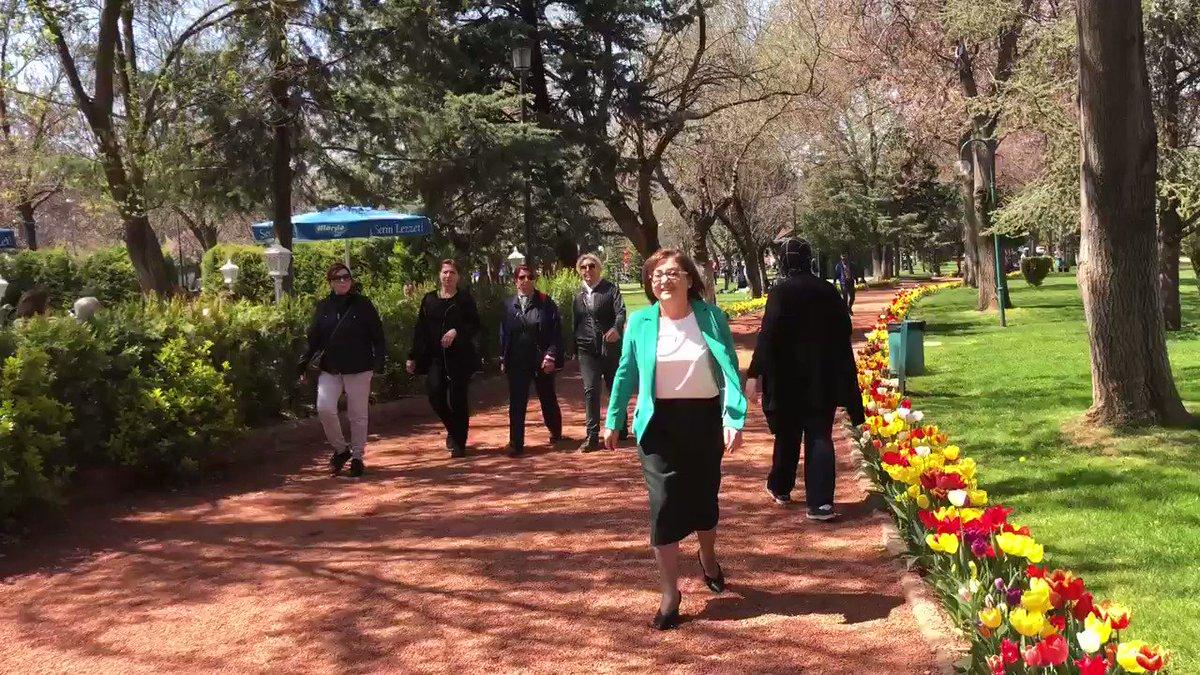 Güneşli bir  #Gaziantep sabahında hemşehrilerimizle kısa sohbet 🙂 – at Kavaklık Parkı