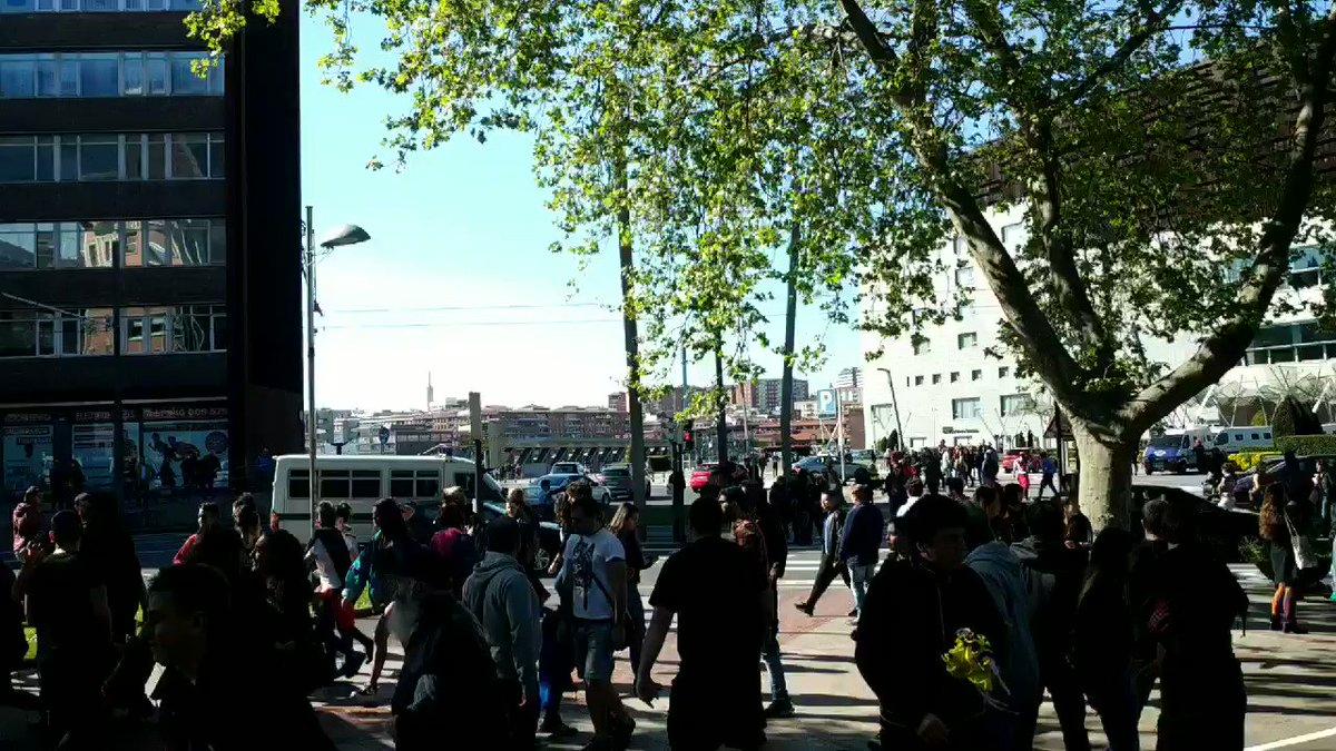 PNVren txakurrak manifestarien aurka kargatzen eta gomazko pilotak tirokatzen hasi dira. #BotaErregimena