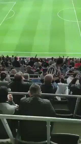 Beşiktaş taraftarı hep bir ağızdan haykırıyor: Mazbatayı ver! Mazbatayı ver! Mazbatayı ver!..