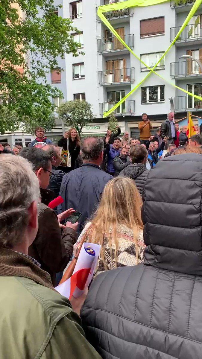 Así ha sido nuestra salida de Rentería en el acto de @CiudadanosCs. Gracias @ertzaintzaEJGV por protegernos. Seguiremos defendiendo la libertad en cualquier rincón de España. Gracias Savater, @joanmesquida62, @maitepagaza y @Albert_Rivera por vuestra valentía #VamosPorLaLibertad