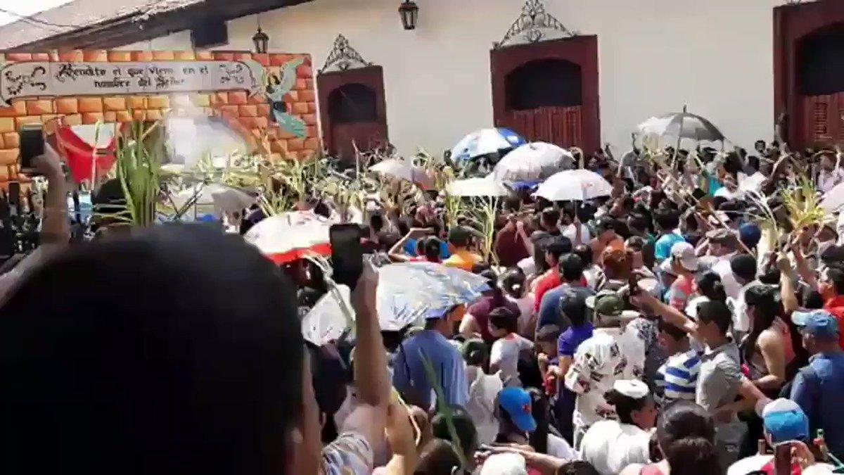 Aquí está el pueblo reafirmando q #NicaraguaQuierePaz , en este #VeranodeAmor2019 , siempre con la alegría y la fe característica de los Nicaragüenses en cada semana Santa. #PLOMO19 #RedFSLN @ElCuervoNica @Jay_Sot_Bar @nic_melcocha @Kaosama3