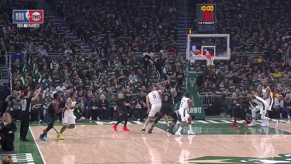 The Greek Freak in attack mode!  #FearTheDeer 15 #DetroitBasketball 4  #NBAPlayoffs on @NBAonTNT https://t.co/txtEIo3XZK