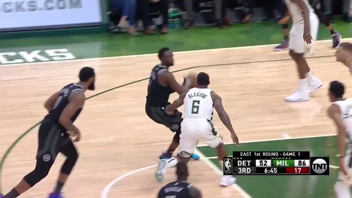 MVP on the loose!!   #FearTheDeer https://t.co/cGO7FJIsJ0